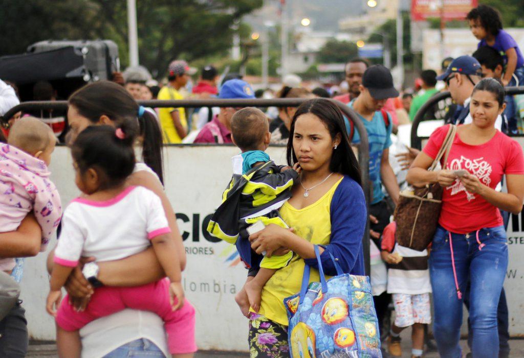 EE.UU. aporta 2,5 millones de dólares para los refugiados venezolanos en Colombia