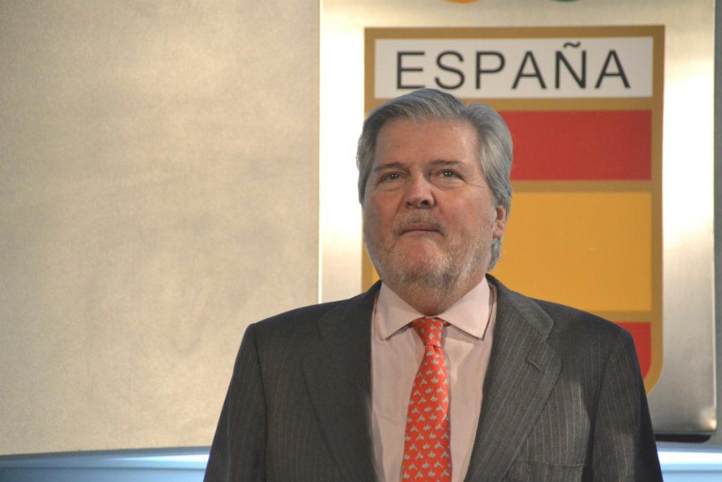 Méndez de Vigo precisa que segregación es «el apartheid» y no la educación diferenciada
