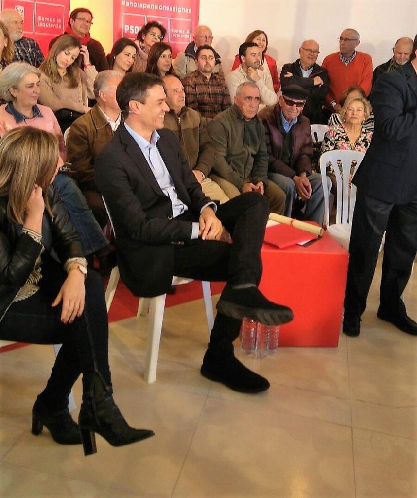 Pedro Sánchez dice que Rajoy «está bajando los brazos» con las pensiones y la educación