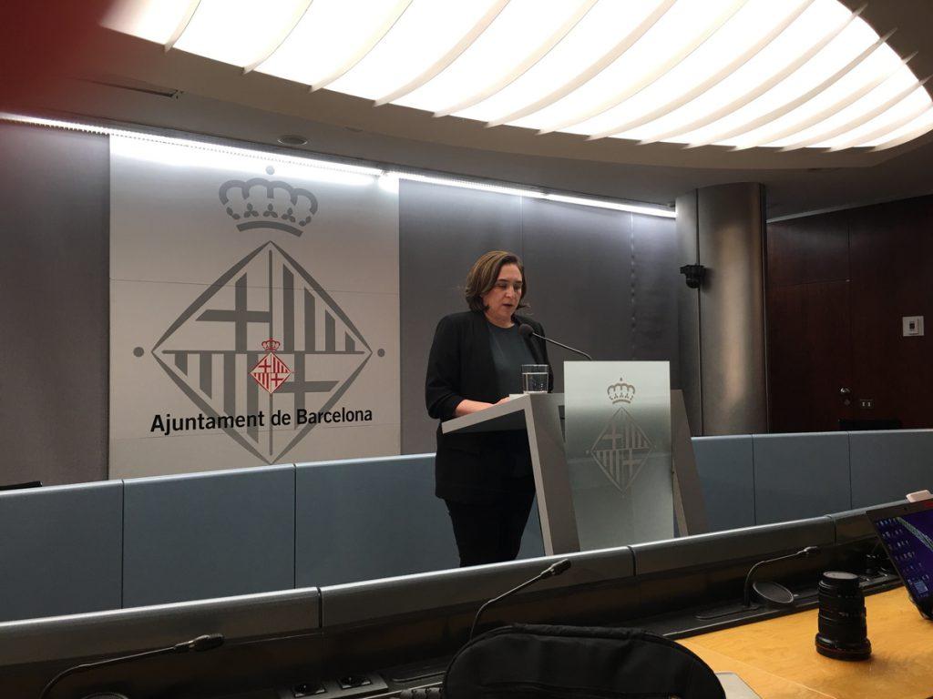 Ada Colau visita a los presos soberanistas: «Tienen que quedar en libertad cuanto antes»
