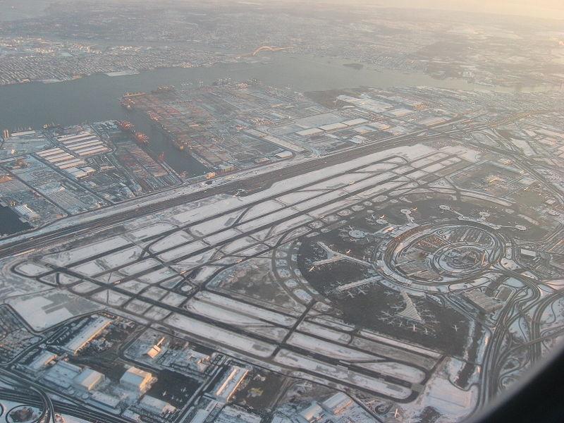 Cancelan más de 4.000 vuelos en Estados Unidos por el temporal de nieve