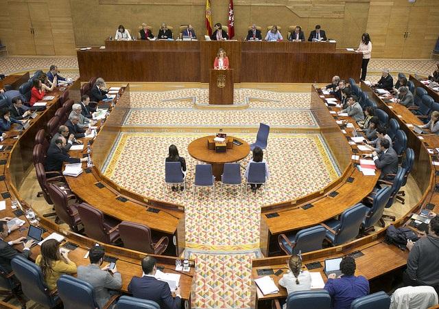 El Pleno de la Asamblea de Madrid de este jueves se celebrará sin preguntas a Cifuentes sobre la polémica de su máster