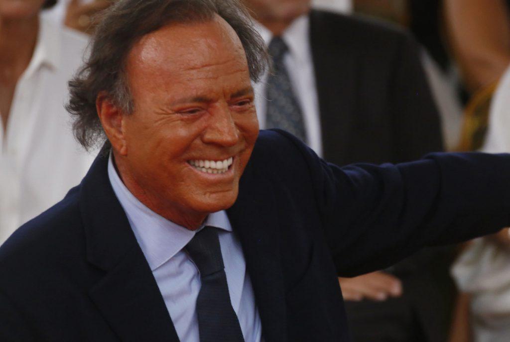 Una compositora cubana demanda a Julio Iglesias por los derechos de «Me olvidé de vivir»