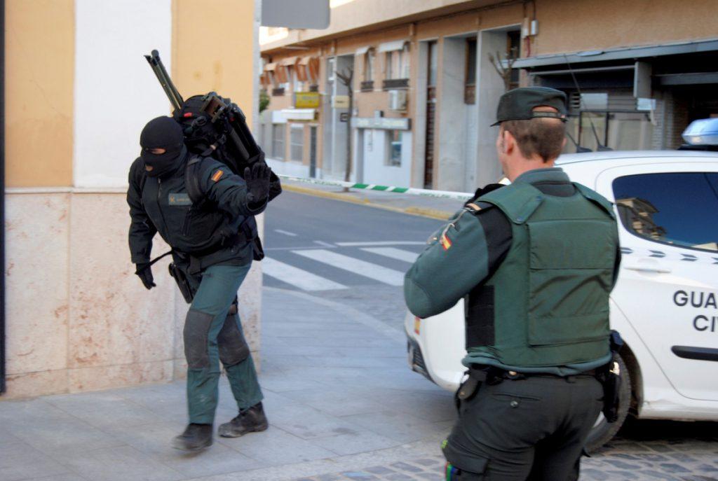 Se entrega el hombre atrincherado con un arma Manzanares (Ciudad Real)