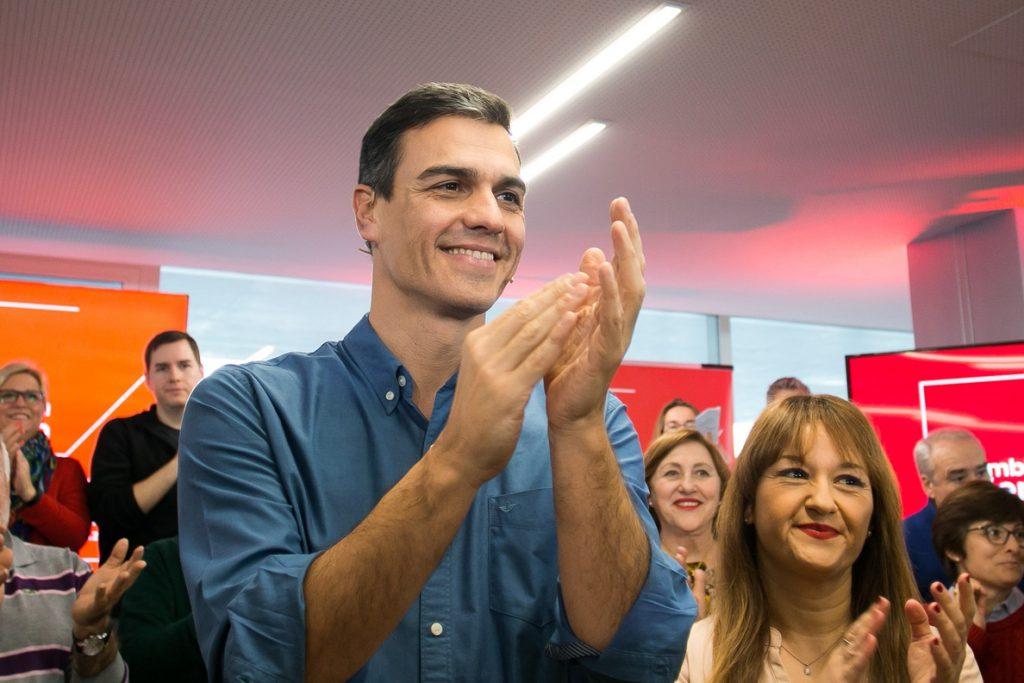 Pedro Sánchez urge a Cifuentes a aclarar en la Asamblea de Madrid todas las dudas sobre su máster