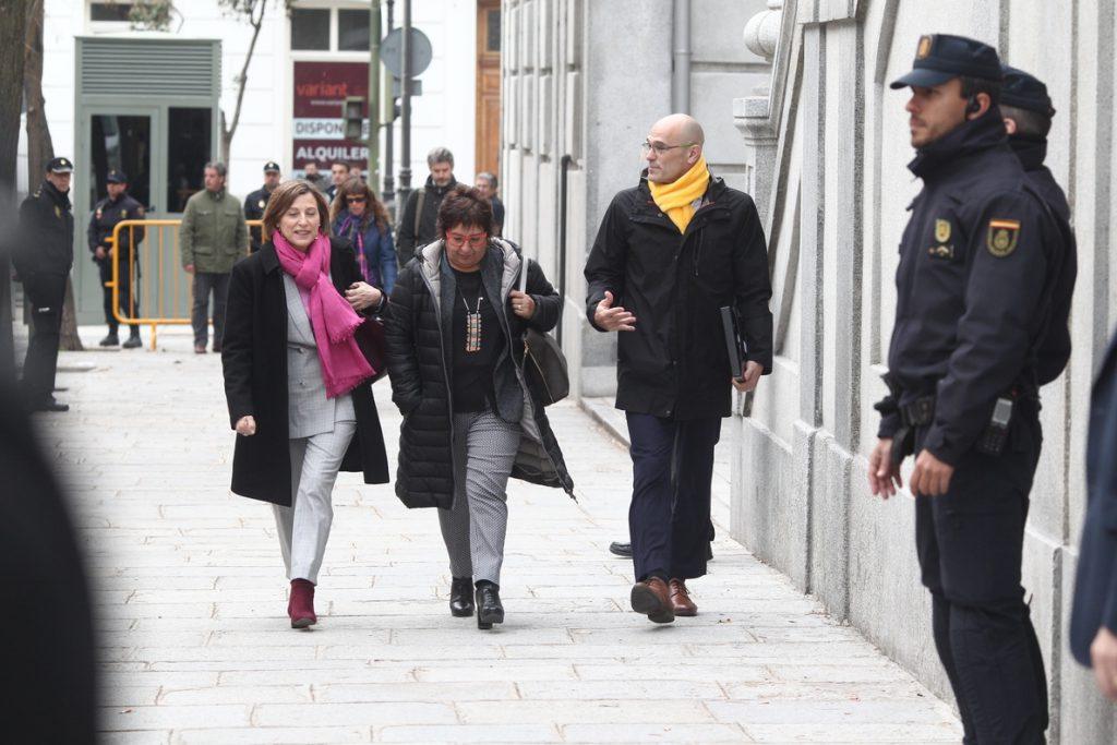 Romeva va a prisión «con la conciencia muy tranquila y la cabeza bien alta»