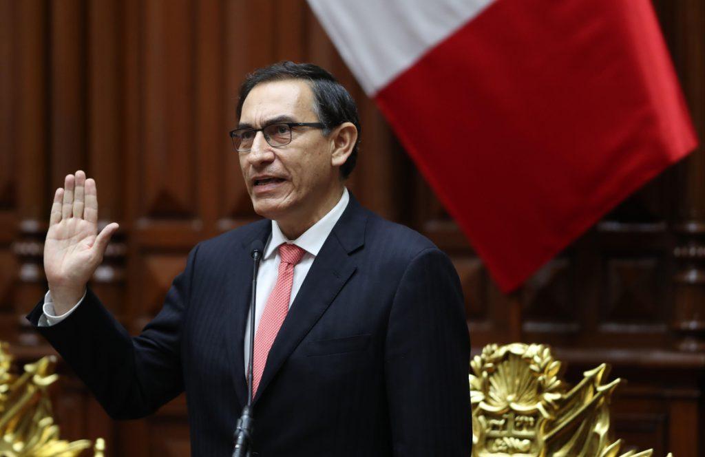 Vizcarra asume la Presidencia de Perú con la misión de combatir la corrupción