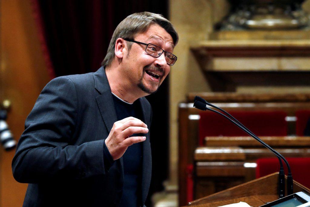 Domènech llama a formar un «frente democrático» que vaya desde la CUP al PSC