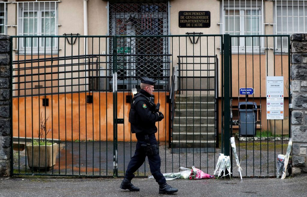 Francia llora a su «héroe» del atentado y busca en el círculo del terrorista