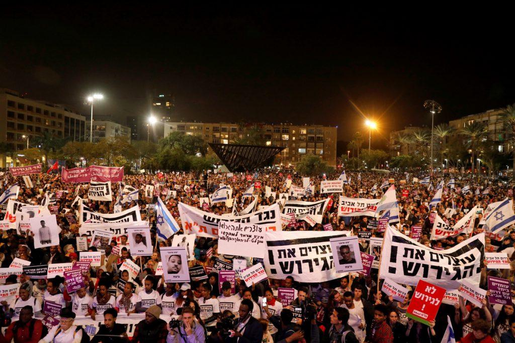 Manifestación en Tel Aviv contra el plan de expulsión de ilegales africanos