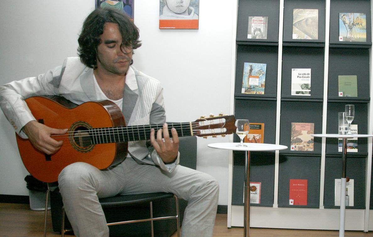 Daniel Casares reclama en Nueva York «el sitio que merece guitarra española»