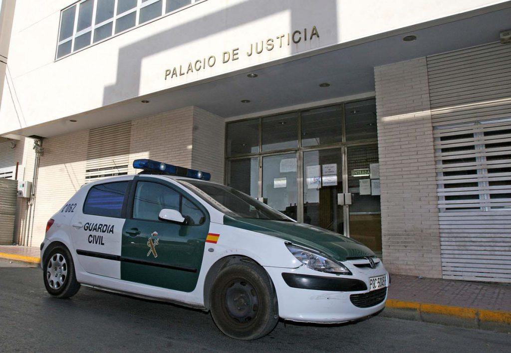 Detenido el profesor de una academia de Torrevieja por abusar de una menor