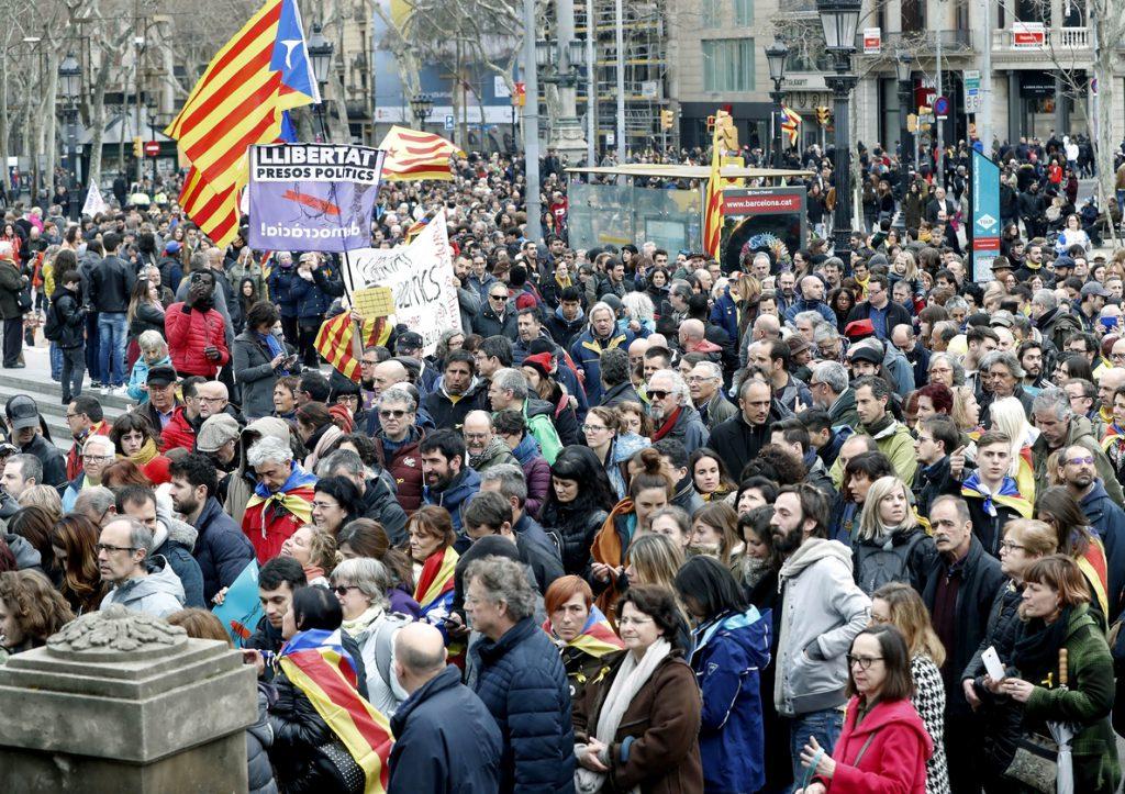 Los Mossos blindan la Delegación del Gobierno en Barcelona ante las protestas de los CDR