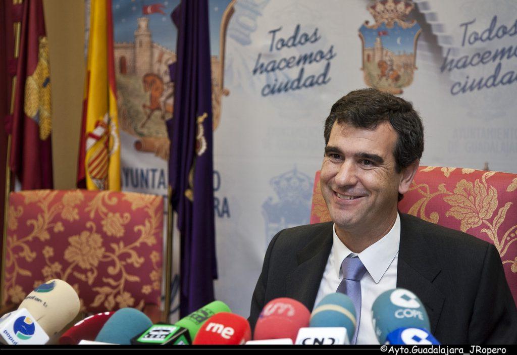 El PP dice que el Gobierno «ha cumplido con los ayuntamientos para que puedan reinvertir ya sus superávits»