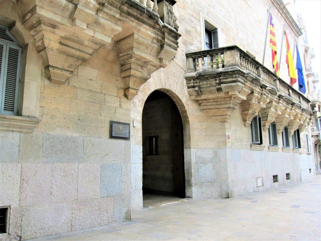 Piden 14 años de prisión para un hombre por violar a una prostituta a la que amenazó con un cuchillo en Menorca
