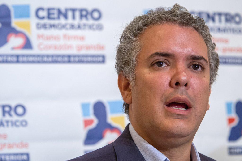 Sigue ventaja del candidato uribista en sondeos para las presidenciales Colombia