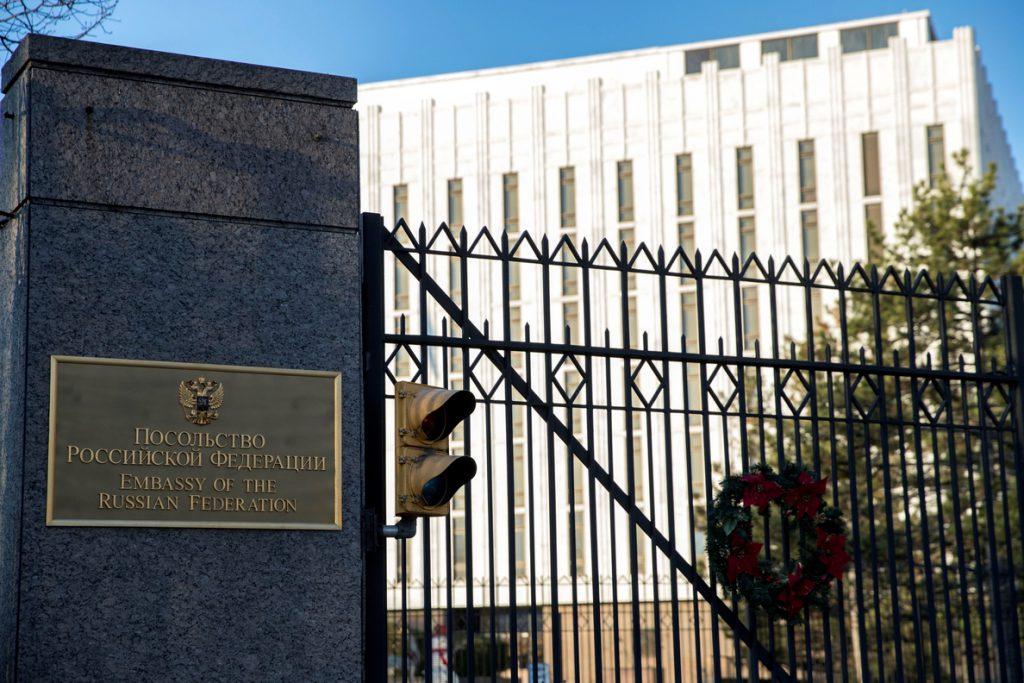 EE.UU. se suma a la comunidad internacional y expulsa a 60 funcionarios rusos