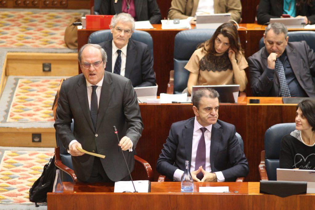 PSOE defiende a los periodistas que dieron la información del máster de Cifuentes y dice que la querella no aclara dudas