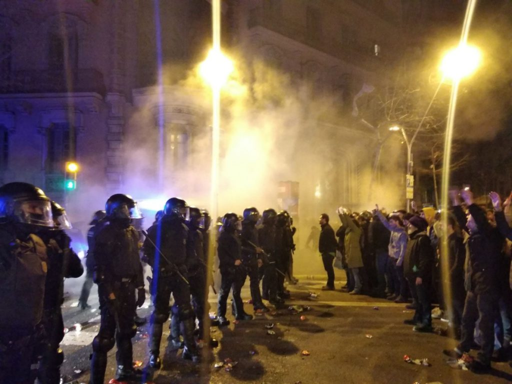 Quedan en libertad acusados de varios delitos cuatro detenidos por los altercados del domingo en Barcelona