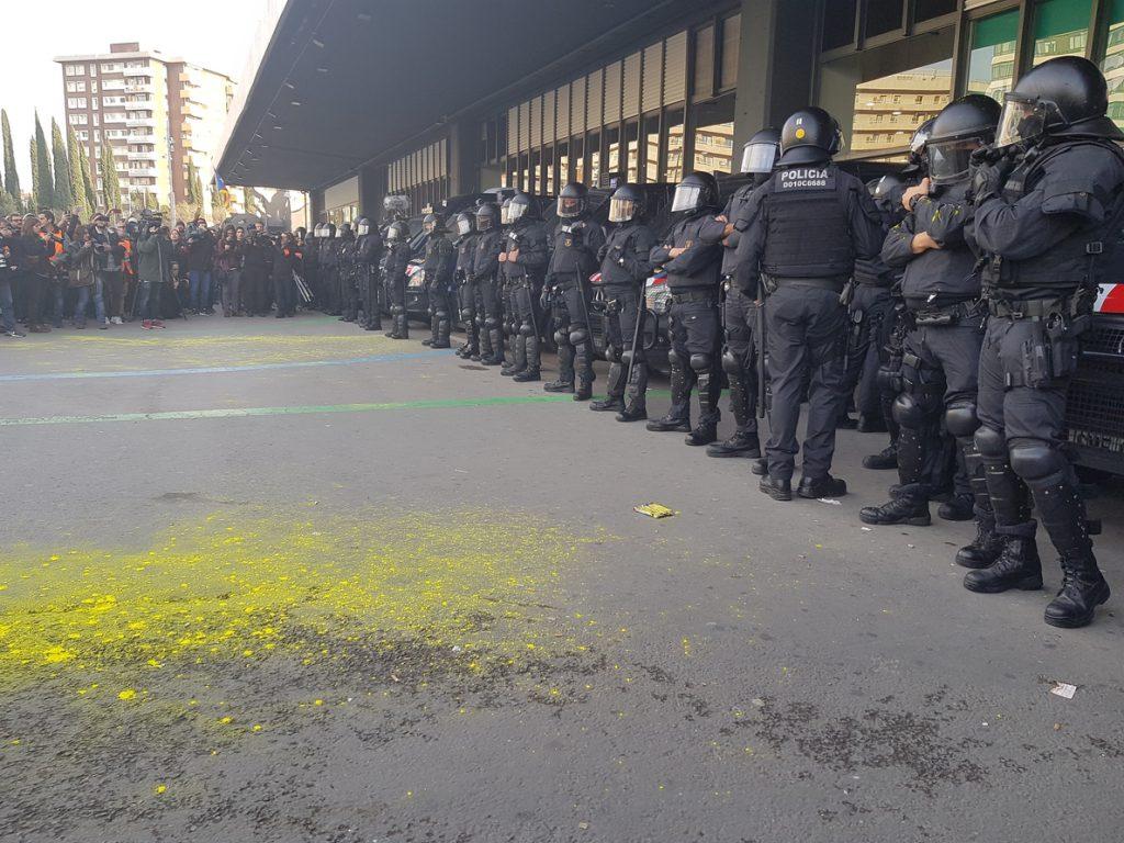 Cerrado el acceso de Metro de la L5 en la estación de Sants de Barcelona por indicación policial