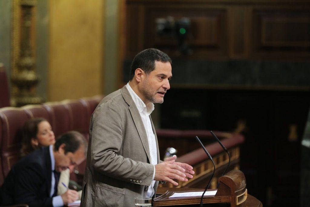 En Comú acusa a PP y Cs de vivir «aislados de la realidad» y En Marea reduce las cuentas a «papel mojado»