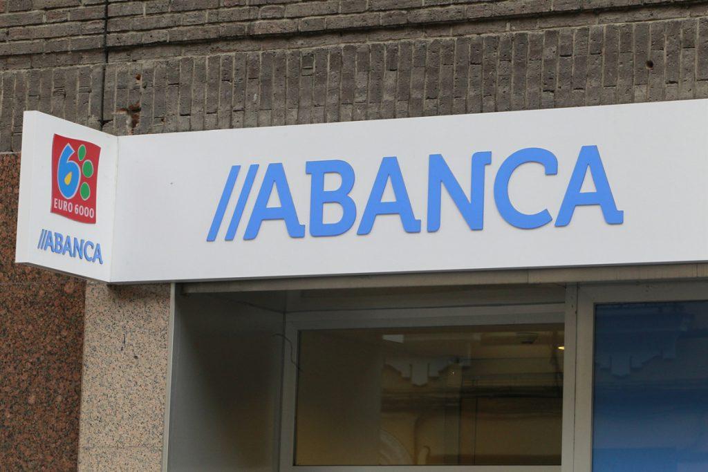 Fitch mejora a 'positiva' la perspectiva del rating 'BB+' de Abanca