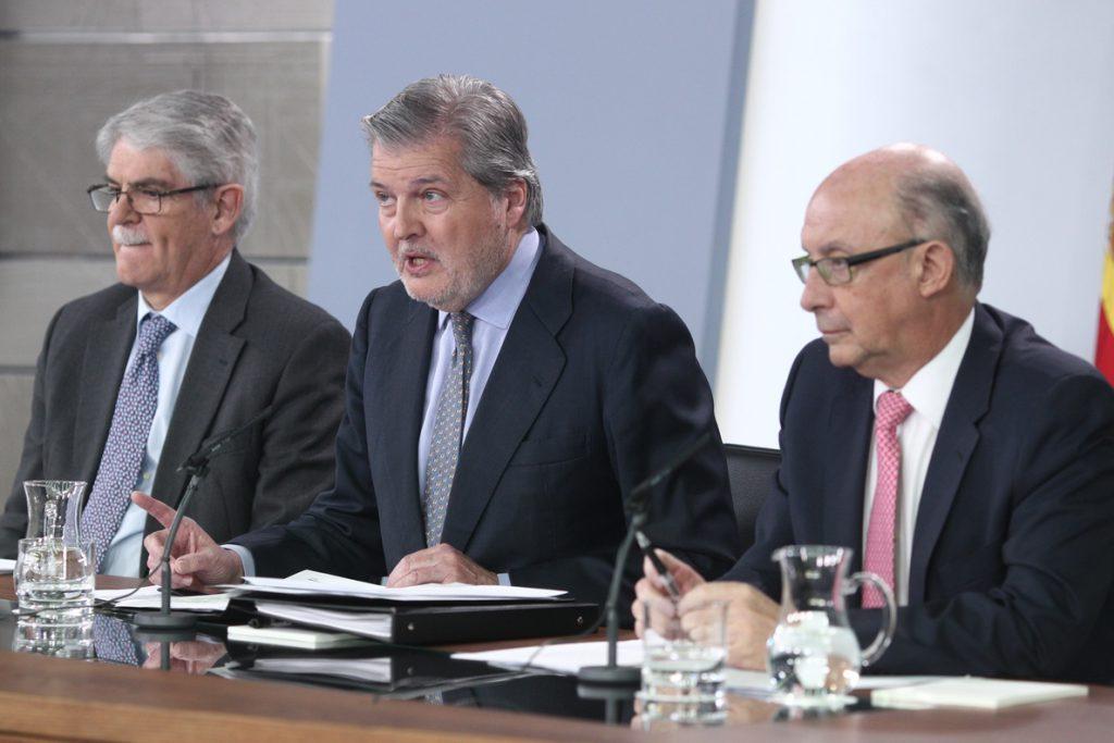 El Gobierno destinará 30 millones de euros más para becas, 20 menos de los anunciados por Méndez de Vigo
