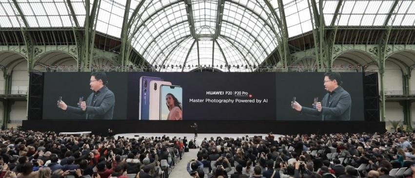 Huawei presenta los 'smartphones' P20 y P20 Pro, una gama alta renovada con 'notch' y funciones IA en la cámara