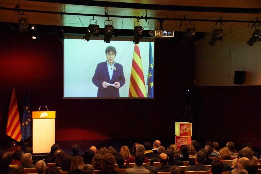 Puigdemont pide unidad al soberanismo y avisa: «No me rindo en la defensa de mis ideales»