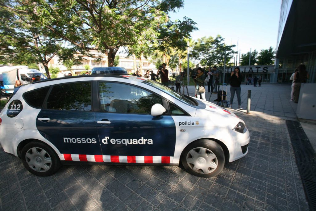 La Policía Nacional detiene a los dos mossos que acompañaban a Puigdemont en su detención