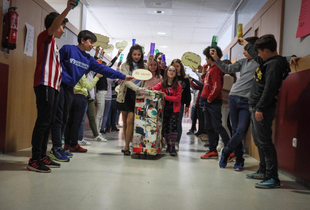 El Thyssen-Bornemisza y la Fundación BBVA envían la maleta 'Big Valise' a colegios para fomentar la creatividad