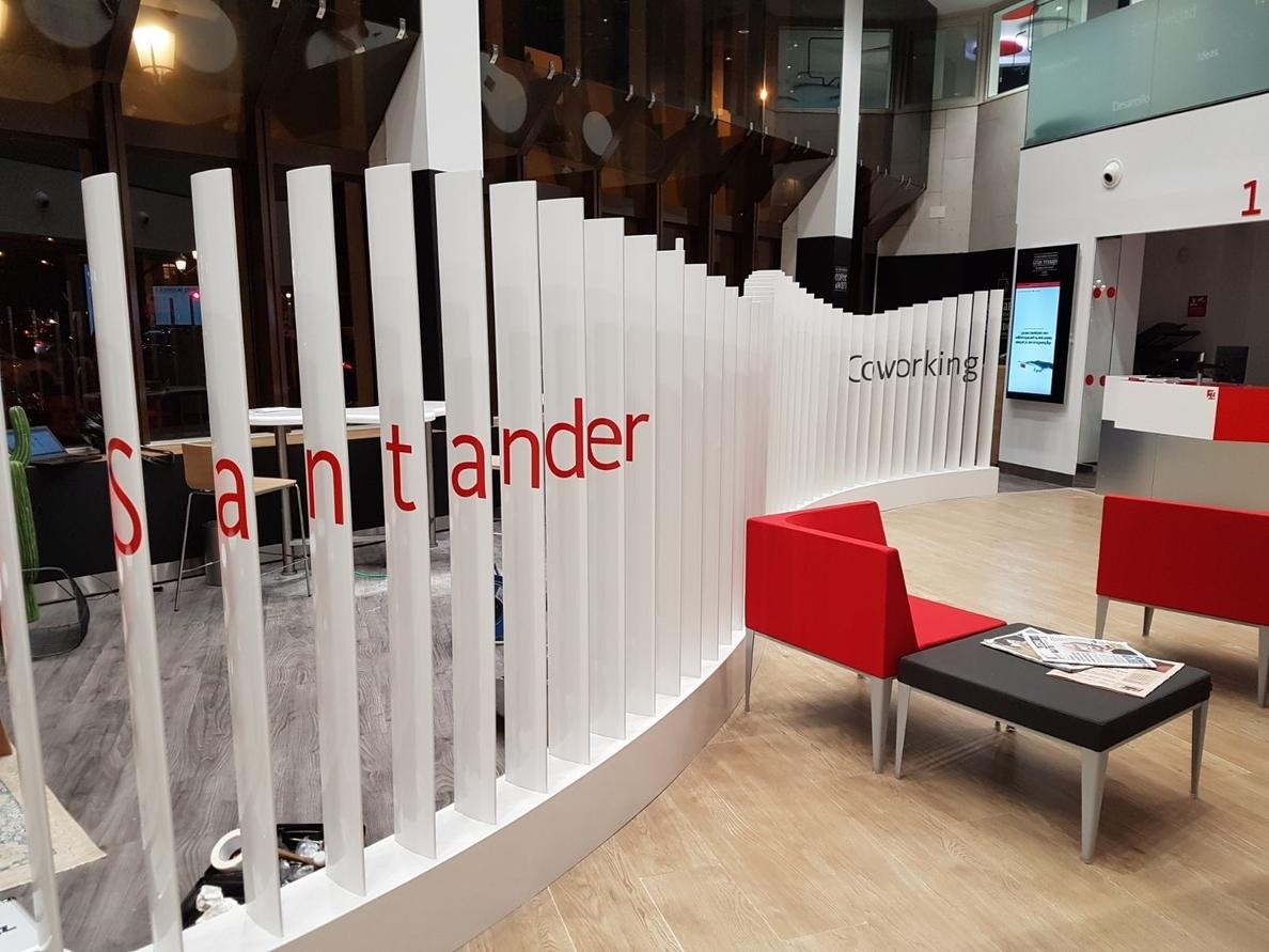 Santander impulsa espacios de »coworking» en sus oficinas para reforzar su imagen de marca