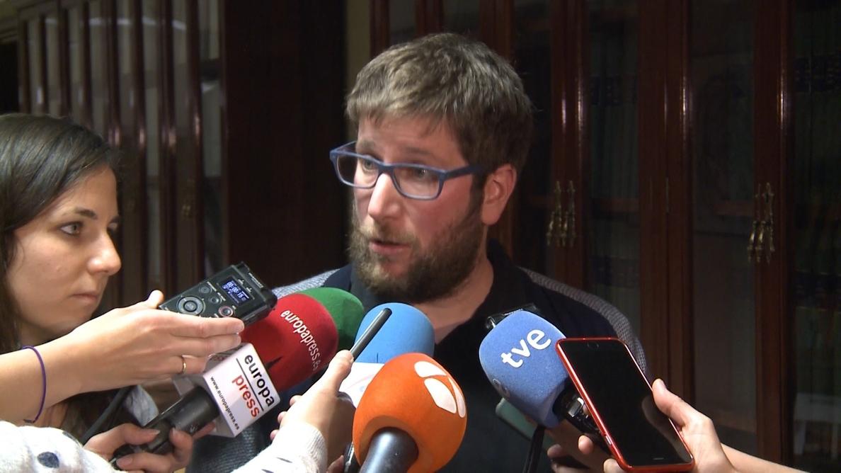 Miguel Urbán recalca que toca hablar «de ganar Madrid a la mafia» y no de una propuesta «buena para una persona»