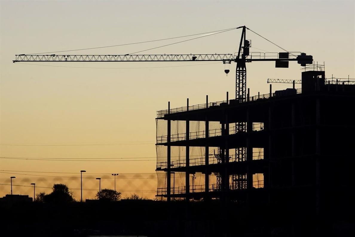 La compraventa de vivienda en Cataluña cayó un 7,5% desde octubre, frente al 11% que subió de media en España