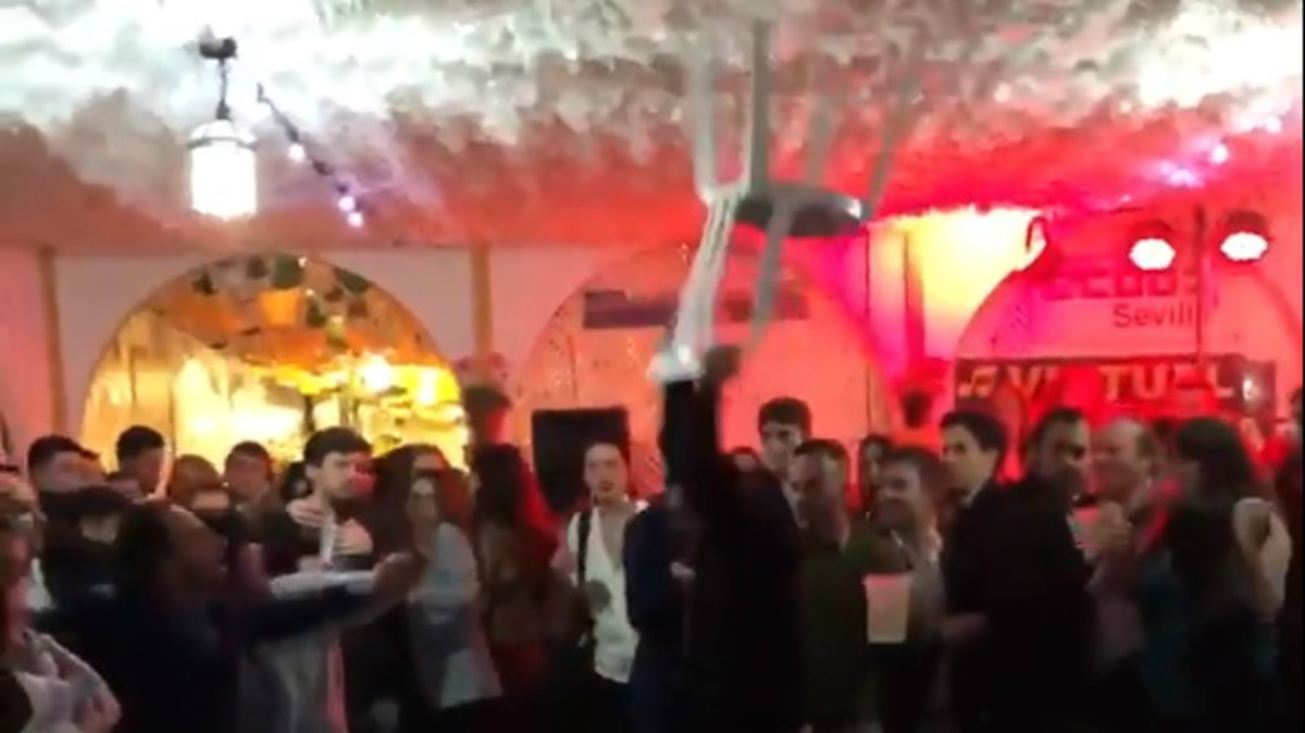 Batalla campal en la caseta de CCOO en la Feria de Abril