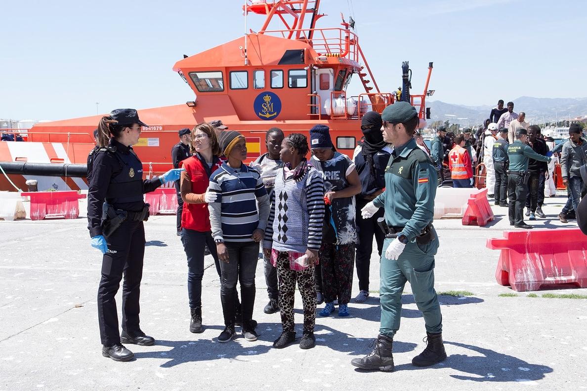 Buscan una patera con 50 personas a bordo en aguas de Alborán