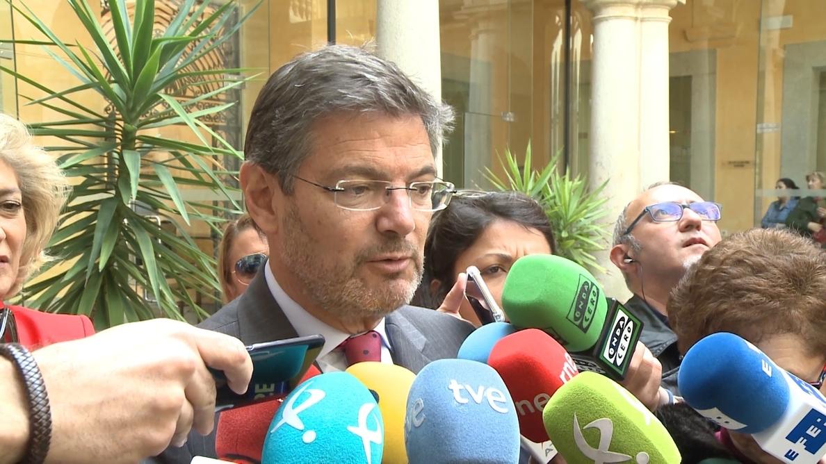 Catalá afirma que el escándalo del máster «es un tema anecdótico» que «no desacredita» la carrera de Cifuentes