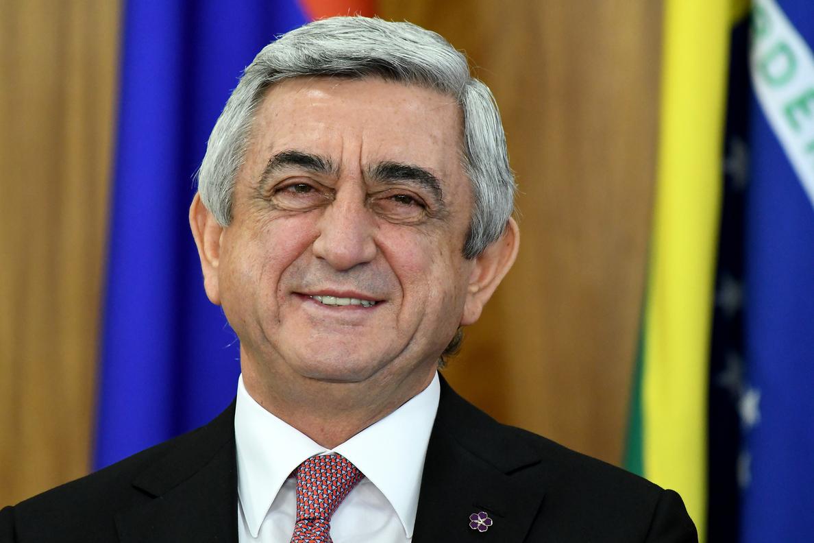 Opositores se manifiestan en el centro de Ereván por sexto día consecutivo
