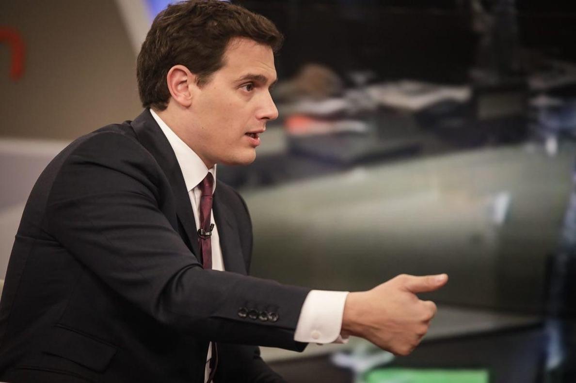 Rivera (Cs) propone al separatismo catalán formar gobierno «dentro de la Constitución» con el que hablar de inversiones