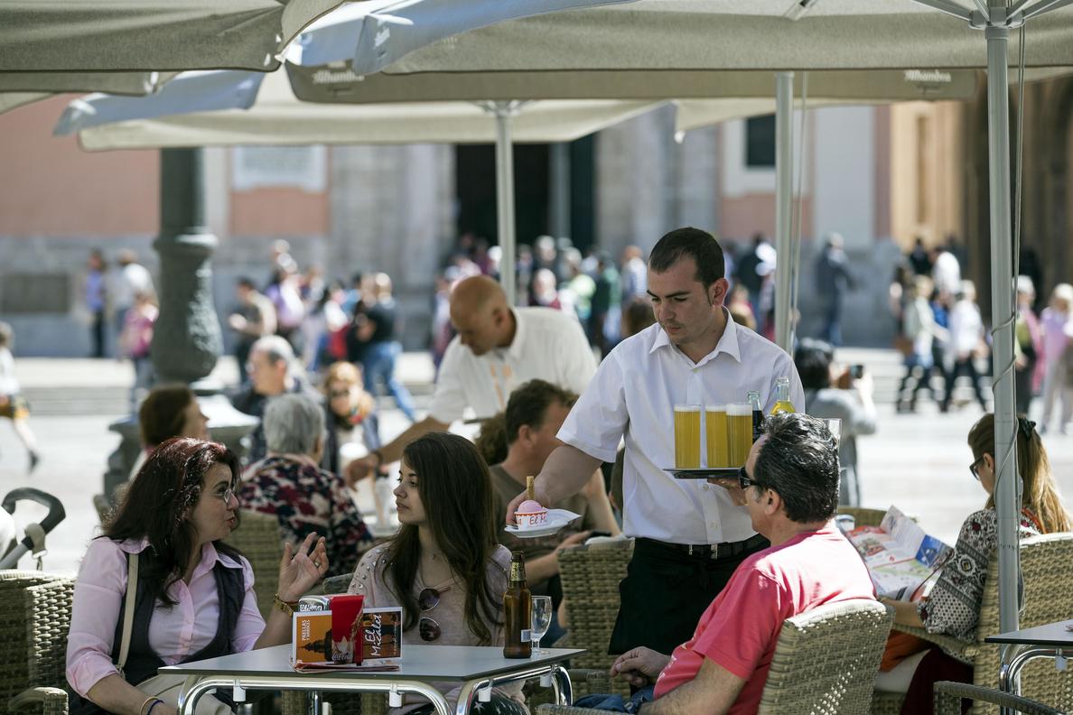 El empleo en el turismo crece un 6,4 % en marzo hasta un máximo en ese mes
