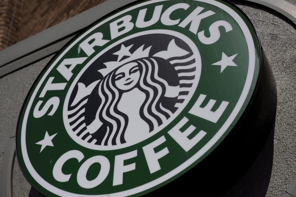 «No se lo merecían», dice el presidente de Starbucks sobre un polémico arresto