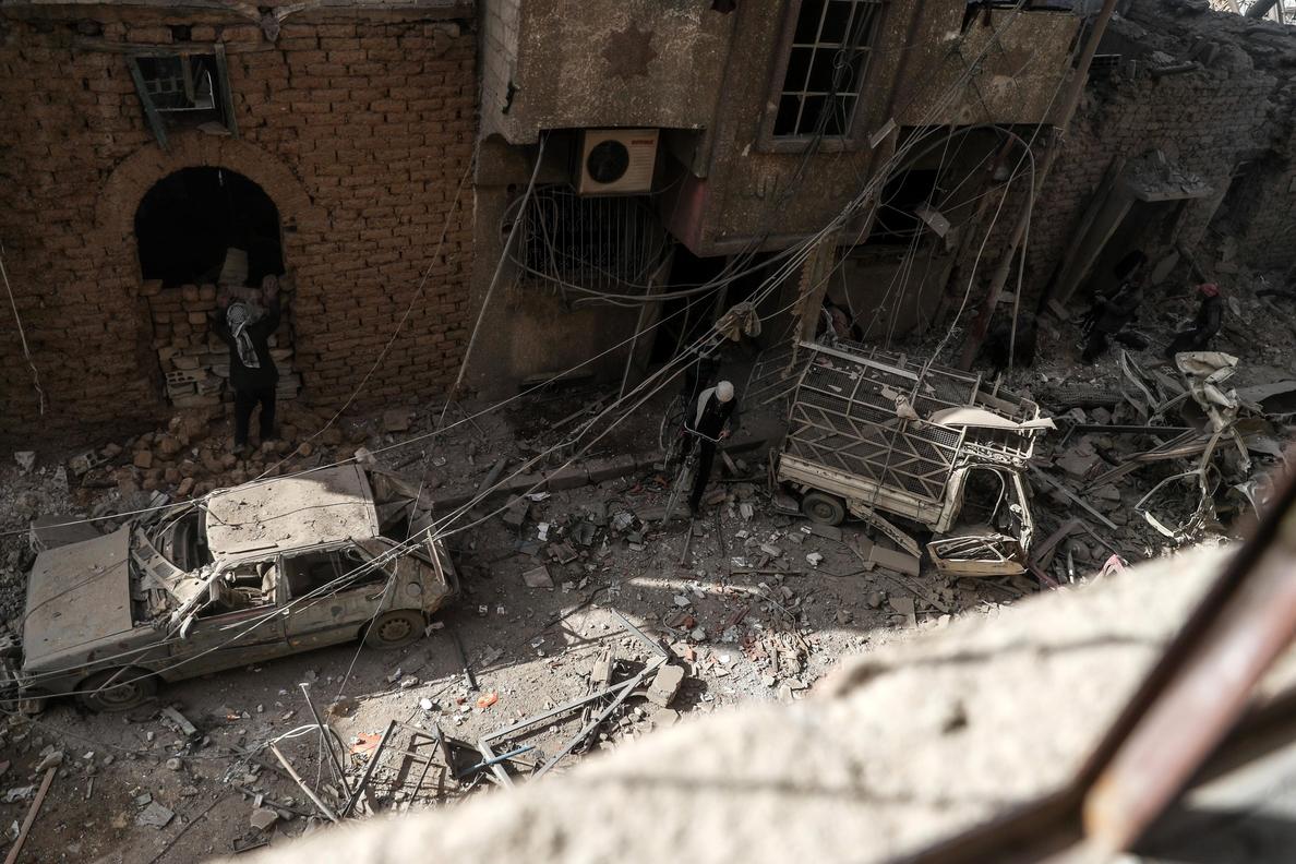 Fuerzas iraquíes bombardean posiciones del EI en Siria