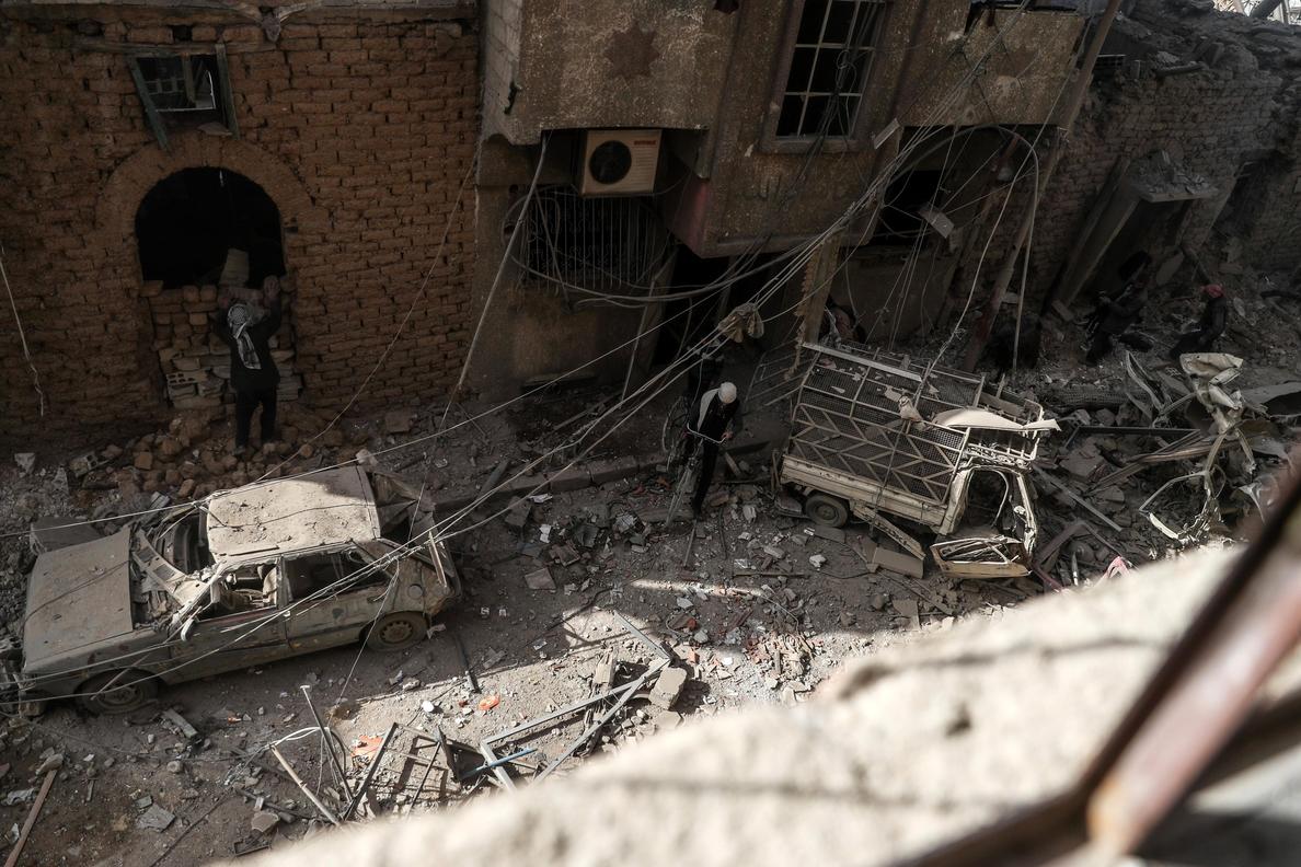 Fuerzas iraquíes bombardean posiciones del Estado Islámico en Siria
