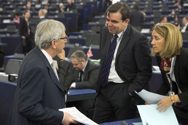 Bruselas ve en el anuncio de ETA un triunfo del Estado de Derecho: «En la UE no hay sitio para las armas»