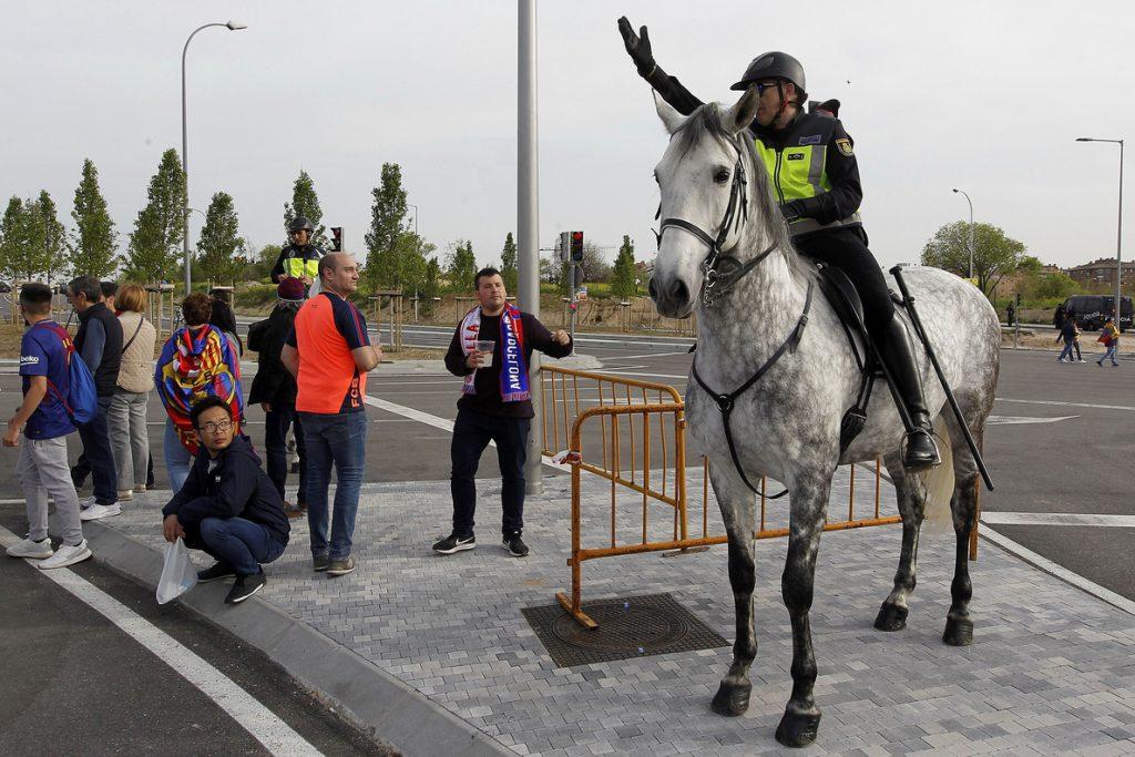 Apedreado un autobús de aficionados sevillistas cuando se dirigía al estadio