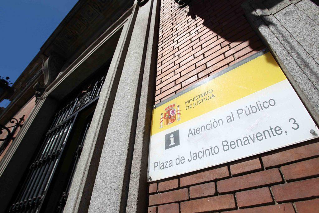 Cerca de 500 letrados reclaman al Ministerio de Justicia el pago a los fedatarios de la deuda pendiente desde 2009