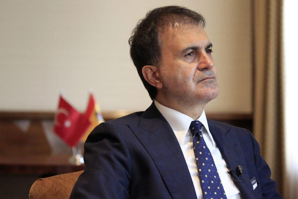 Turquía llama «racistas» a Austria y Holanda por impedir la campaña electoral