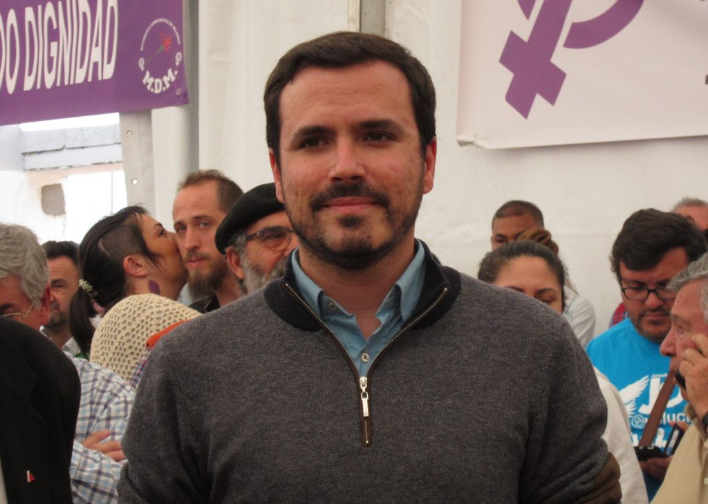 Garzón (IU) tilda de «atentado contra la democracia» que la Policía interviniera camisetas antes de la final de Copa
