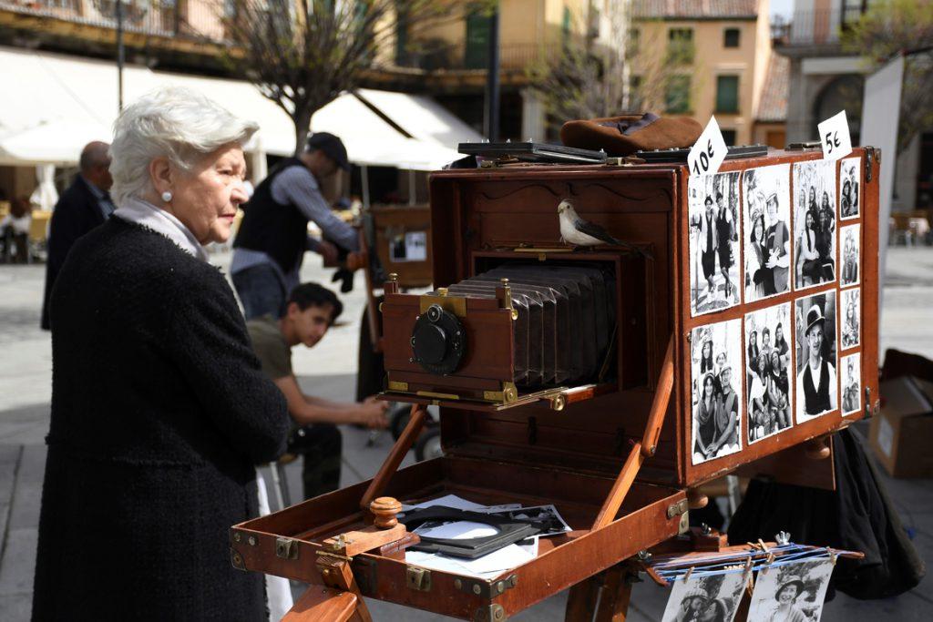 Minuteros de todo el país muestran en Segovia la magia de las fotos del XIX