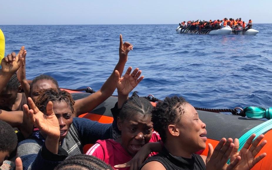 La ONG Proactiva Open Arms anuncia el rescate de 137 personas en el Mediterráneo